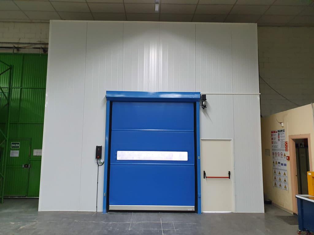 Puerta rápida con cerramiento de panel